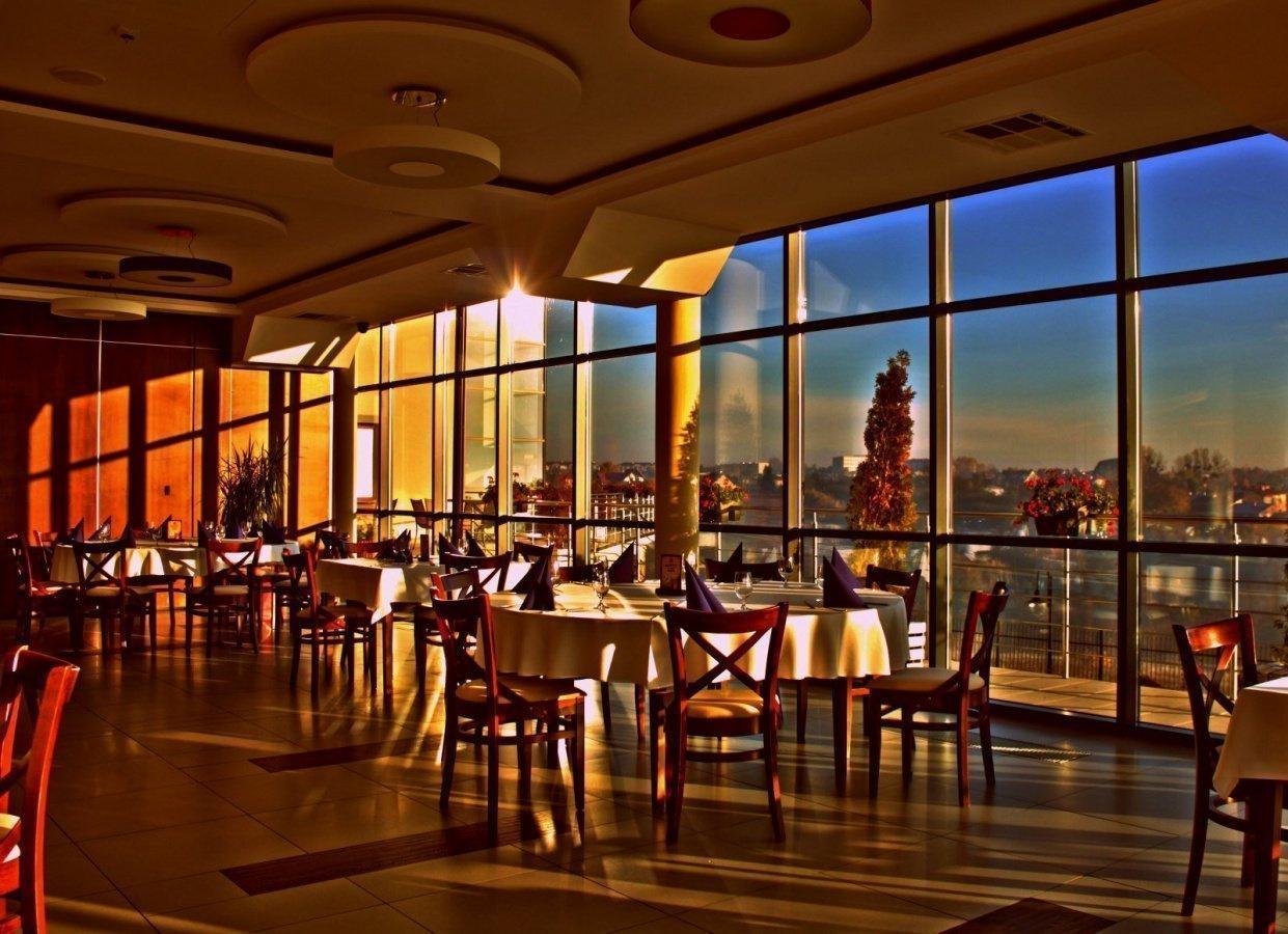 Restauracja Przy Hotelu Mały Rzym Gdzie Zjeść